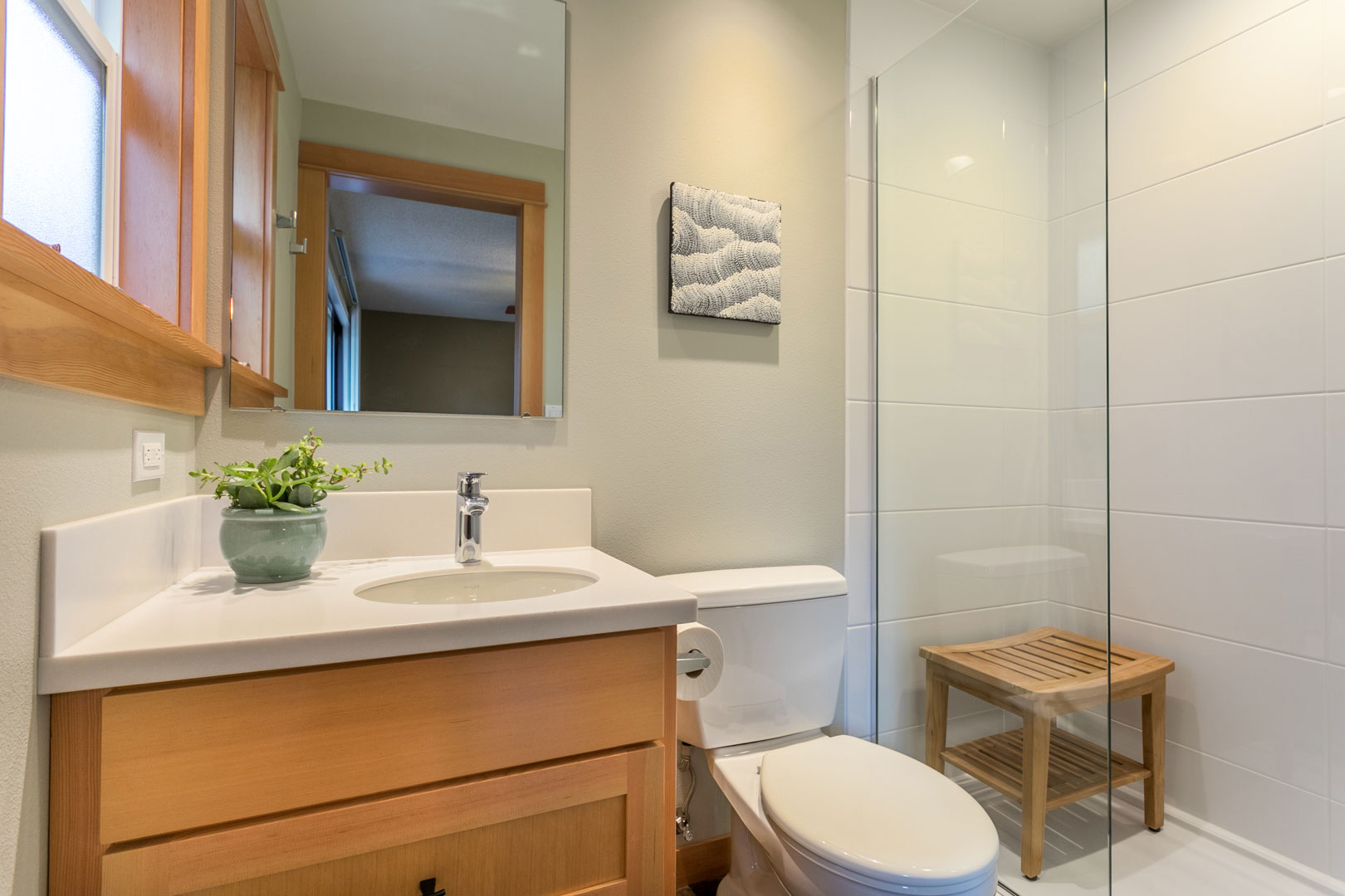 jack and jill updated bathroom remodel - Henderer Design + Build, Corvallis OR